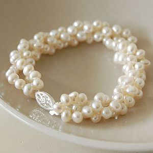Pearl bracelet for a cute bride #bridaljewellery #weddingplanning http://brieonabudget.com/pinterest/