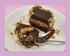 Αυτή η τούρτα είναι σκέτη ΚΟΛΑΣΗ! Με γκαναζ απο nutella και φανταστική γεμιση! Για το κέικ, 225γραμμ. σοκολάτα κουβερτούρα, σπασμένη σε κομματάκια 1 φλιτζάνι του τσαγιού βούτυρο ¼ φλιτζάνι του τσαγιού κακάο Βανίλια 1 ¼ φλιτζάνι του τσαγιού ζάχαρη 1 ½ (165γραμμ.)