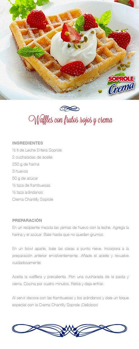 Waffles con frutos rojos y crema