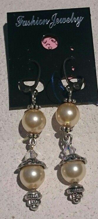 Geniales pendientes de perlas y tupis de swarovski, quedan preciosos puestos