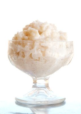 Easy Rice Pudding . 1 cup cooked white rice 1 cup milk 5 tsp sugar dash salt 1/2 tsp vanilla 1/4 tsp cinnamin  In a saucepan, combine rice, milk, sugar, and salt. Cook, uncovered, over medium heat for 20 minutes or until thickened, stirring often. Remove from heat; stir in vanilla. Spoon into serving dishes and enjoy warm.