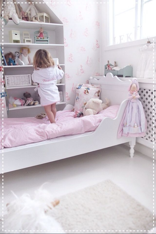 Toddler little girl bed