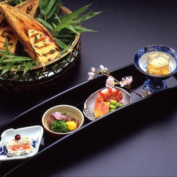 懐石料理[春]季節の彩りもお楽しみいだだけます。