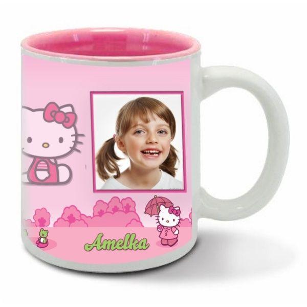 Różowy kubek z nadrukiem to świetny prezent dla każdej dziewczynki