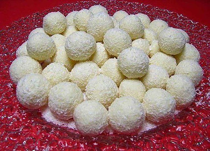 """Bomboanele """"Raffaello"""" sunt delicioase, au o cremă fină, nuci întregi de migdale…"""