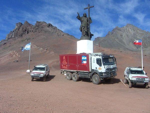 阿根廷和智利之間的邊界: 這座耶穌的雕像就是分開兩國的指標。 (Boundary between Argentina and Chile)