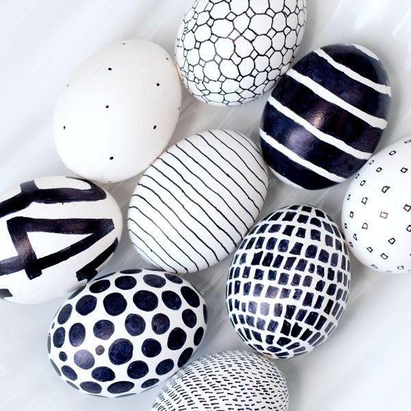 ostereier bemalen-basteln kritzeln-ideen schwarz-weiß minimalistisch