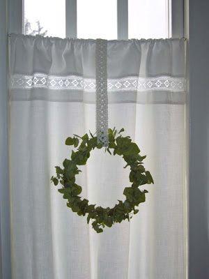 Vita Ranunkler: Badrumsfönster