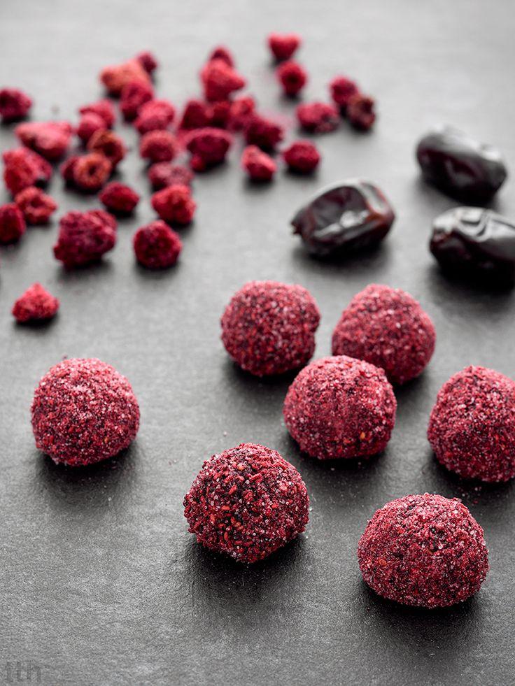 true taste hunters - kuchnia wegańska: Czekoladowe trufle w malinowym pudrze (wegańskie, ...
