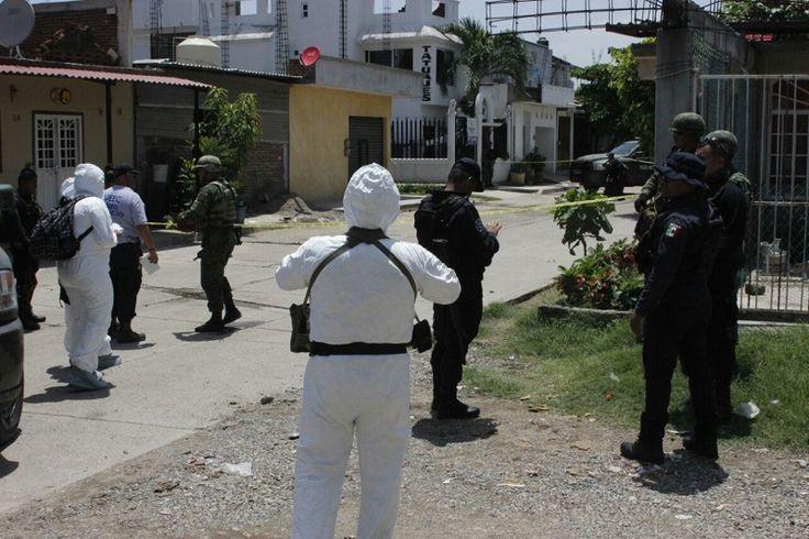 Los hechos se registraron minutos después de las 13:30 horas sobre la calle Xochimilco de la colonia Luis Donaldo Colosio, dónde en unos los domicilios ingresaron hombres armados y dispararon ...