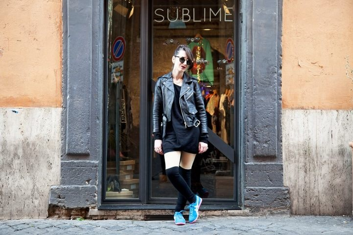 Quando una sneaker è versatile come la Onitsuka Rio Runner, la potete portare anche con un look glam rock senza paura che stoni. Shop Online: http://www.aw-lab.com/shop/onitsuka-tiger-w-rio-runner-5899095 #awlab #onitsuka #riorunner #onitsukatiger