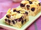 -Blueberry Strussel-    Cake klasik dengan rasa manis, gurih, sedikit asam. Adonan cake yang dilapisi adonan renyah manis plus blueberry yang segar membuat rasanya lezat enak!    resepnya : http://www.resepkita.com/detailResep.asp?recId=292#