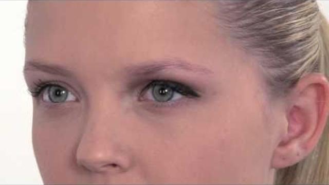 Een feestelijke make-up look speciaal voor een lichte huid.