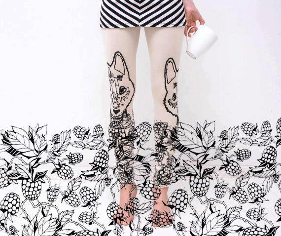 Raspberry wolf - beige leggings