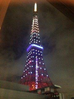 昨日の東京タワーはリオオリンピック金メダルおめでとうスペシャルダイヤモンドヴェールというライトアップでした 雲かでていましたがとてもキレイでした(-) tags[東京都]