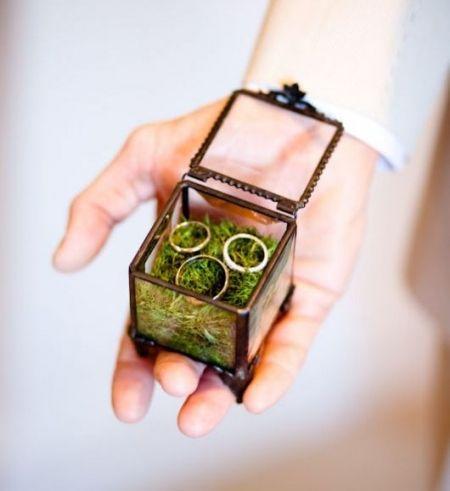 What an amazingly unusual rings box #weddings