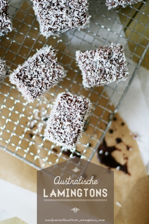 Lamingtons - Australian spongecake dippen in chocolate and coconut