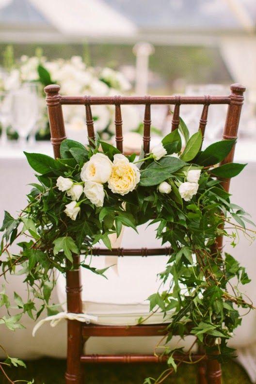 Flores en la silla.
