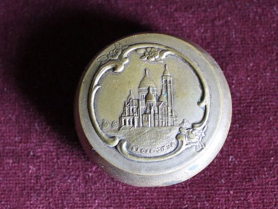 Gorgeous engraved and embossed pill box of Sacre coeur of Paris op Etsy, 34,85 €