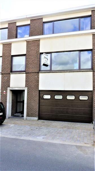 !!! NIEUW !!! - 179.000€ - WELLE - DENDERLEEUW (Welle)  -  Century21 ATG biedt u dit recent GERENOVEERD INSTAPKLAAR  appartement  met AUTOSTAANPLAATS in garage aan, 2 SLAAPKAMERS, waarvan één direct toegang biedt tot een mogelijk zuidoost georiënteerd TERRAS met uitkijk op de tuin. Electriciteit CONFORM. Klik hier:http://www.c21atg.be/nl/component/properties/?id=576&view=detail