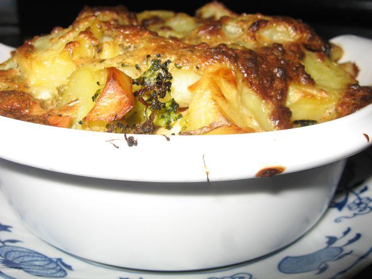 Zapiekanka ziemniaczana z brokułem i kurczakiem