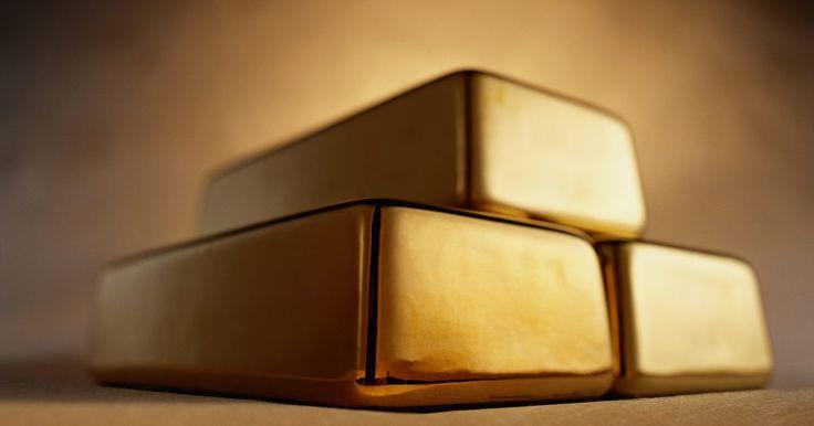 Cómo calcular el precio del gramo de oro. El oro es una valiosa materia prima en el mercado libre que se compra y vende por grandes cantidades de dinero. Esas compras de oro se hacen para invertir en su valor a través del tiempo. Si quieres saber el precio del gramo de oro, puedes calcularlo utilizando una fórmula de conversión muy simple. Una vez que conozcas el precio del oro según el ...