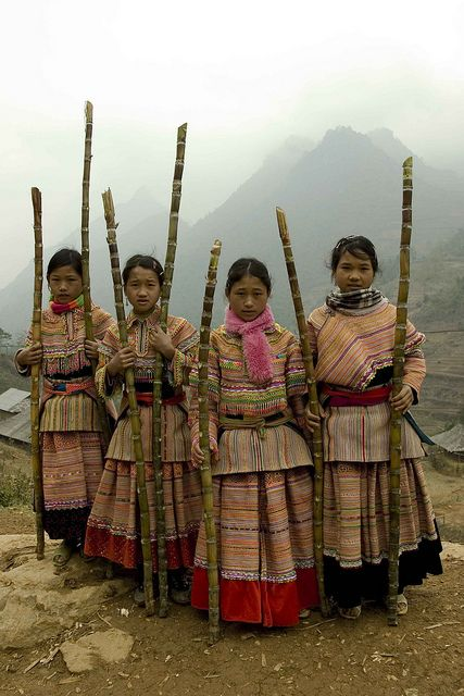 "Vietnam ~ Flower hmong  ~ ""We saw these beautiful children & offered to buy then some sugar cane in exchange for a few snaps to which they were more than happy :)""  // photo by Darren Wilch"