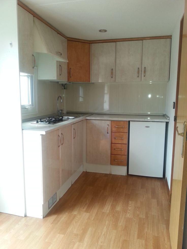 Cocina americana de mobilhome sal n y dos dormitorios - Cuartos de aseo con ducha ...