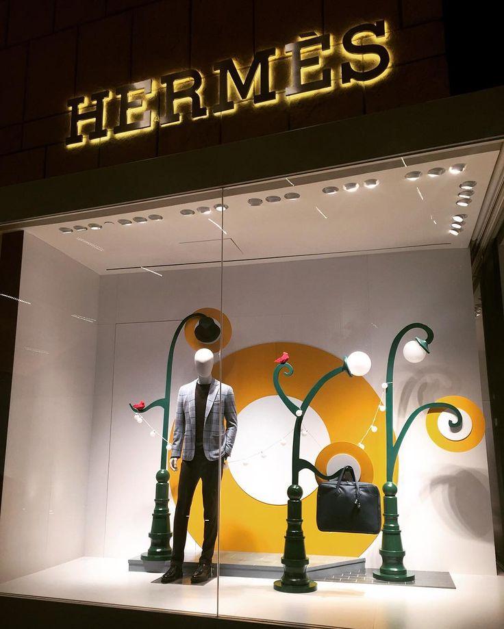 Noche de #inauguración abre sus puertas la nueva #boutique de @hermes en @palaciodehierro con la emblemática bolsa #Kelly #bag #HermesMexico #palaciodehierro #elpalaciodelospalacios #hermes #kellydoscope #men #fashion
