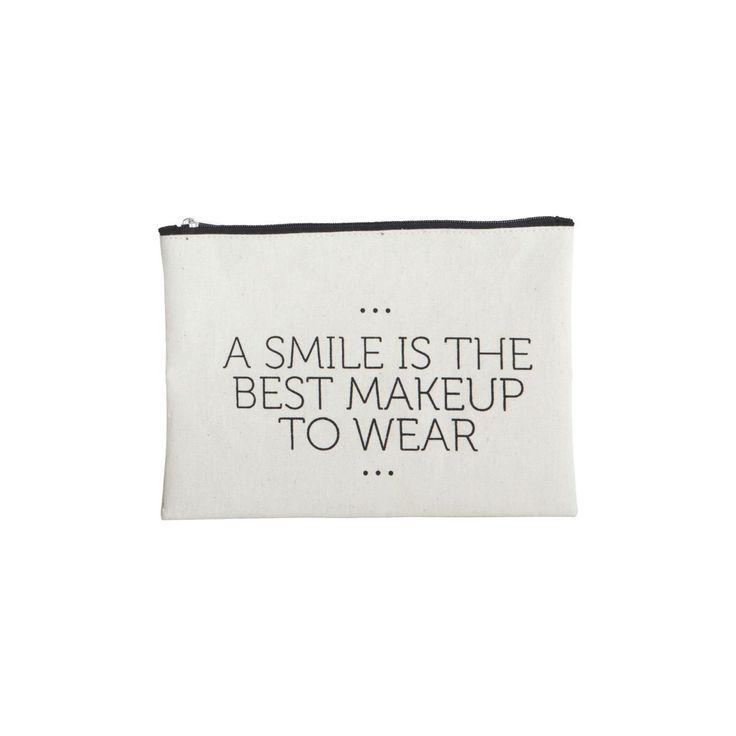 Mit dieser hübschen Kosmetiktasche von House Doctor transportierst Du Pinsel, Puder und Co. nicht nur, du präsentierst sie auf die stilvollste Art und Weise. Die Tasche bietet genug Platz für alles, was Du unterwegs brauchst, um Dich etwas aufzufrischen, ohne dabei zu viel Platz in der Handtasche einzunehmen. #makeup #beauty #tasche #schön #pinkmilkshop