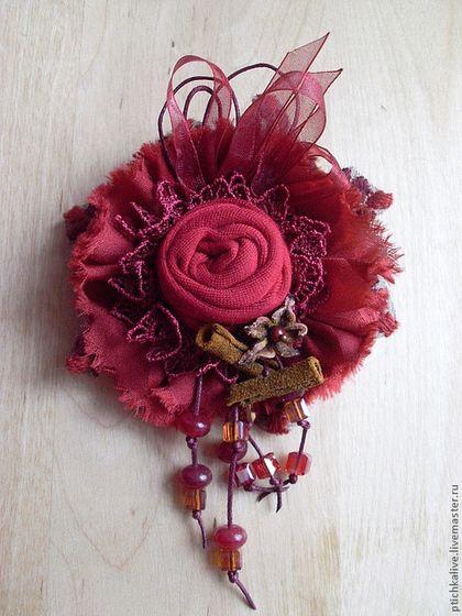 Пряный ноябрь. Брошь из ткани. Брошь с розой. Яркая брошь в стиле бохо. Птичка live