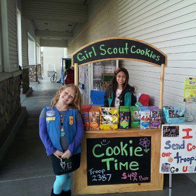 Great cookie booth/lemonade stand! | Girl Scout Cookies Southern California Blog