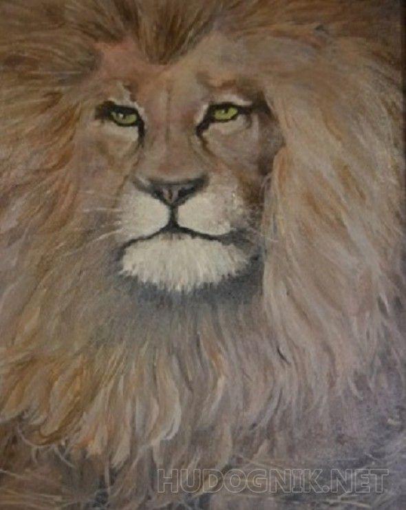 Лев На картине изображен портрет отдыхающего льва. Его грива заполняет все пространство картины. Зеленые глаза говорят о его бесстрашном, спокойном, царственном нраве. Лапы льва прячутся среди сухой травы. На картине действительно Царь Зверей. Это отличный подарок или покупка для тех, кто родился под знаком зодиака Льва.