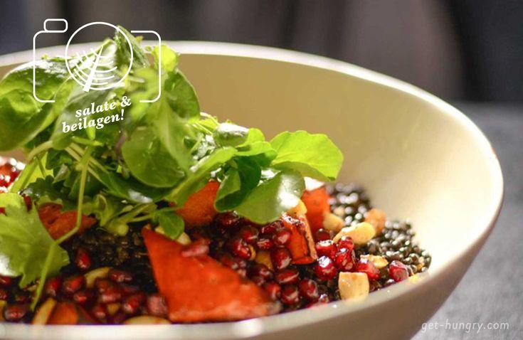 Schwarze Linsen sind ein echter Hingucker und perfekte Basis für winterliche Salate mit Ofengemüse.