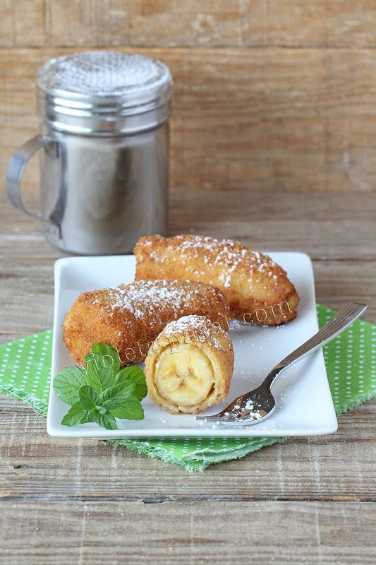 Fried banana coated in a crispy breadcrumbs crust and flavored with vanilla and cinnamon