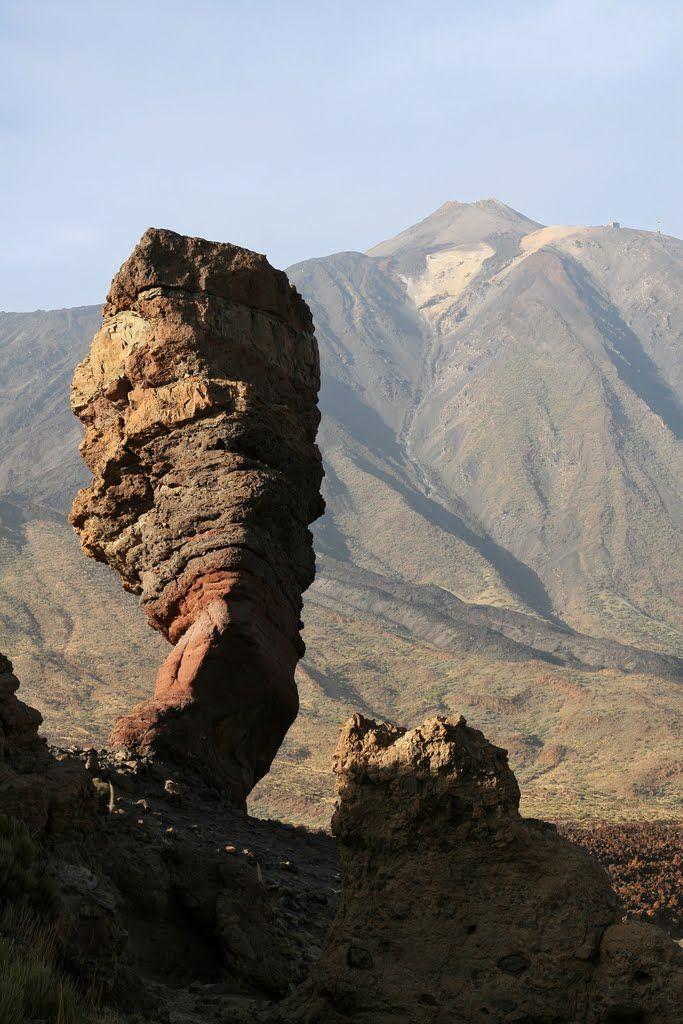 Roque Cinchado, vista del Teide, Tenerife, Islas Canarias, España (Spain). Localizador GPS: 28.22317,-16.630686