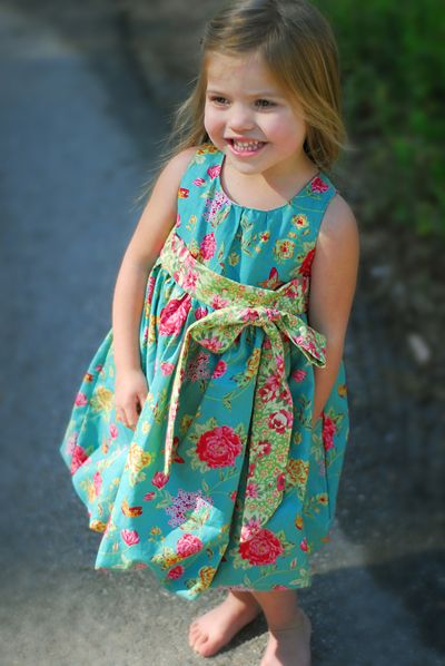 This adorable Bubble style dress is surprisingly easy... very cute