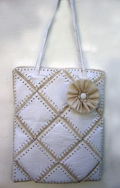 bolso en ecocuero y crochet - cool idea - could do with other fabrics - burlap , denim
