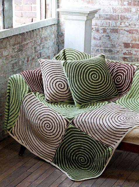 Tolles Modell für DROPS Big Delight und DROPS Big Fabel. Ravelry: Vortex Throw & Pillows pattern by Lisa Gentry