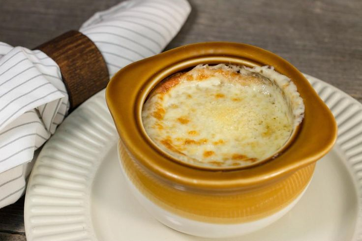 Copycat Applebee's French Onion Soup | AllFreeCopycatRecipes.com