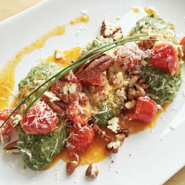 #sundaylunch #sonntagsessen #pecannuts #pecannüsse #spinach #dumplings #spinatnocken #quark #tomatoes #cocktailtomaten #tasty #lecker #light #leicht #fit #fitness