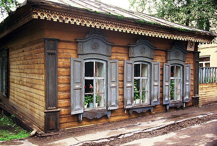 Traditional timber home, Siberia