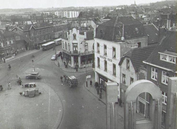 Stationsplein met rechts Saroleastraat gezien vanaf de Royal