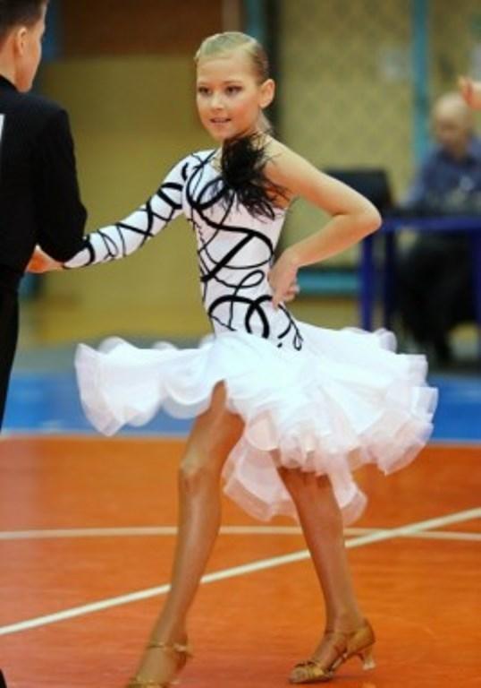 8a57b8040d2f535 Бальные платья - 65 фото платьев для бальных танцев | la in 2019 ...