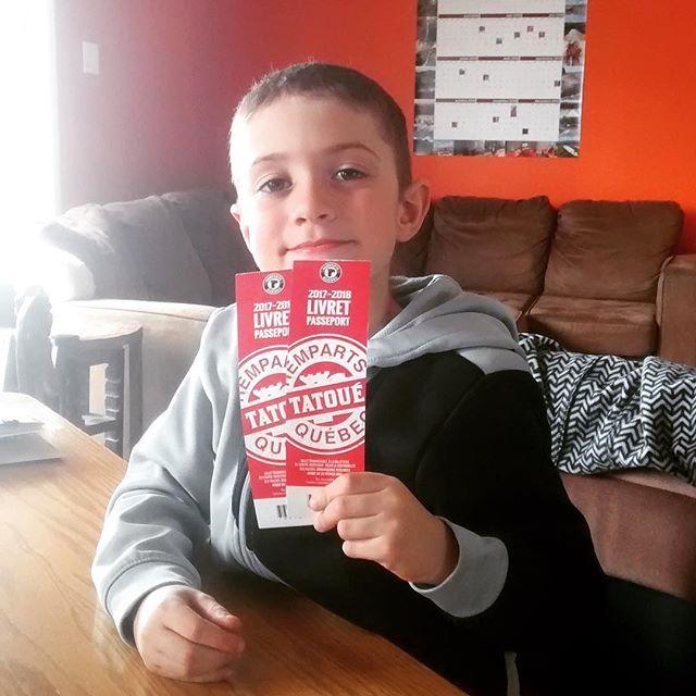 Dylan bien content que son papa ait gagné des billets pour un match des Remparts de Québec dont on est partenaire majeur!  #concours #tatouéremparts #laviealacapitale #lhjmq #villedequebec #centrevideotron #jourdematch #journeeperefils