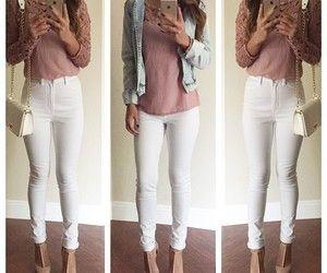 Adolescente en jeans ajustados desnudarse 2