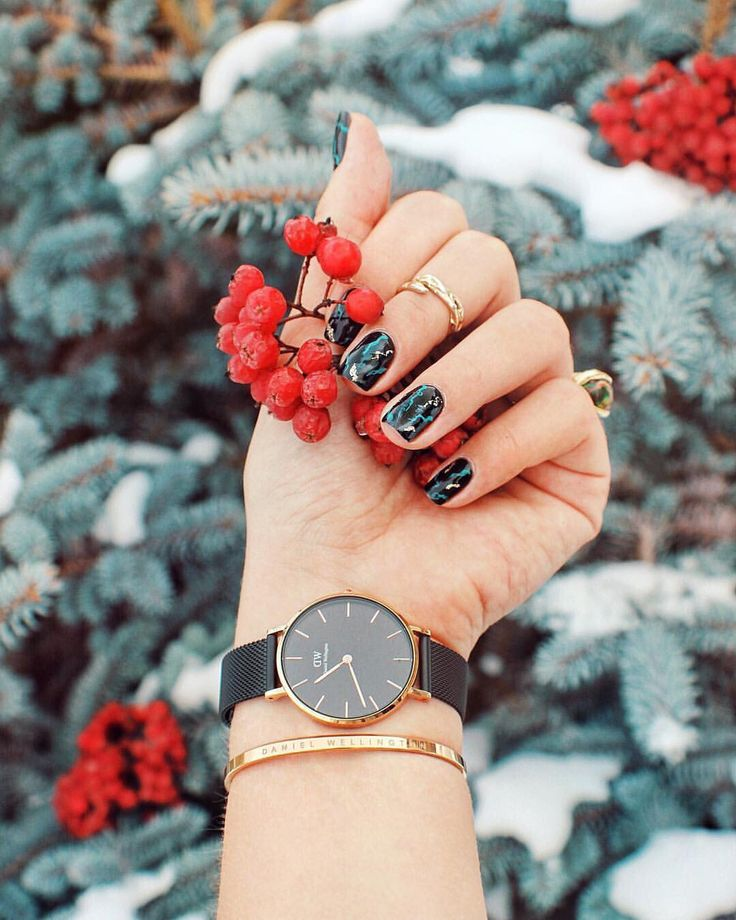 25% OFF a Bundle CODE: MCMULLAN15 at checkout + FREE SHIPPING. Bundle includes a watch + additional strap or cuff. Basically 2 watches for the price of 1! Bands are interchangeable #ad #watches #danielwellington #discount #newyears #boxingday