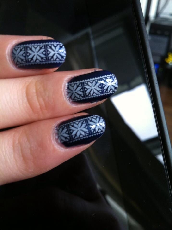 Navy sweater nails by S.Doherty