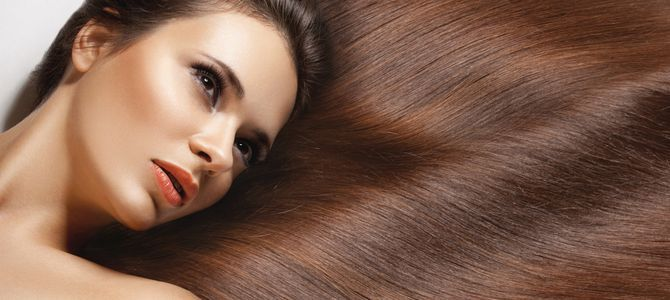 Przedłużanie włosów metodą ring polega na doczepieniu do naturalnych włosów za pomocą niewielkich i niewidocznych obrączek pasemek. Główną zaletą zabiegu jest brak środków chemicznych mogących mieć negatywny wpływ na zdrowie i wytrzymałość naturalnych włosów. Zabieg daje długotrwały efekt, bez żadnych poprawek można cieszyć się atrakcyjnym efektem nawet do dwóch miesięcy. Dzięki koloryzacji nie wystąpi problem różnicy odcieni dobieranych pasemek.