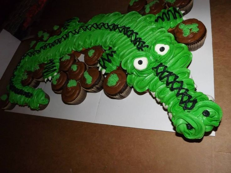how to make an alligator cupcake cake